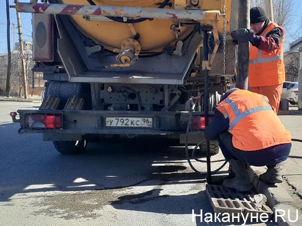 Прочистка ливневой канализации(2021)|Фото: Накануне.RU