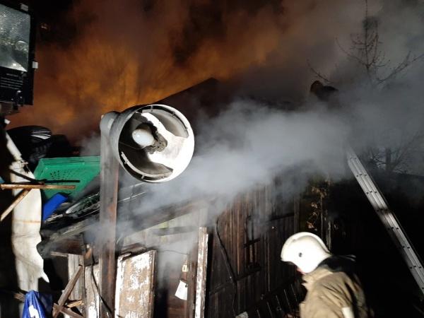 пожар в шиномонтаже(2021) Фото: ГУ МЧС России по Свердловской области
