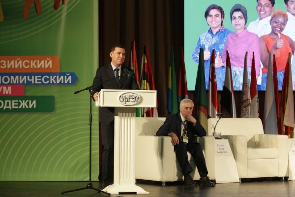евразийский экономический форум молодежи, куйвашев, силин(2021)|Фото: прес-служба УрГЭУ