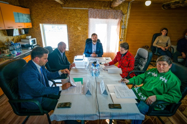 Игорь Баринов, Наталья Комарова, Степан Кечимов(2021) Фото: Департамент общественных и внешних связей Югры