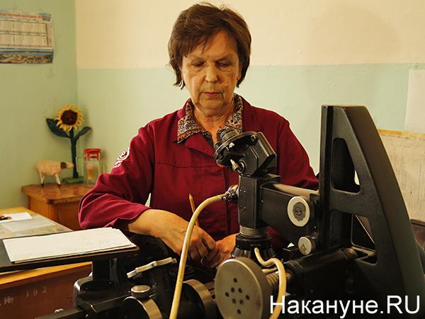 Мотовилихинские заводы, оптико-механический микроскоп, Татьяна Фарзутдинова(2021)|Фото: Накануне.RU