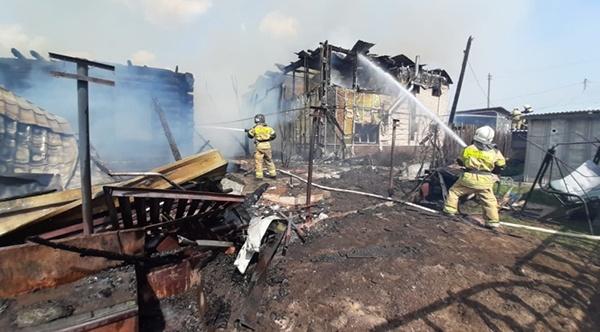Пожар на ул. Орловской в г. Екатеринбурге(2021) Фото: ГУ МЧС России по Свердловской области