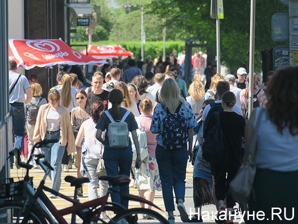 Люди на улице в Екатеринбурге(2021)|Фото: Накануне.RU
