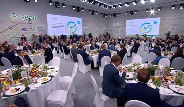 Деловой завтрак Сбера на ПМЭФ 2021(2021) Фото: forumspb.com