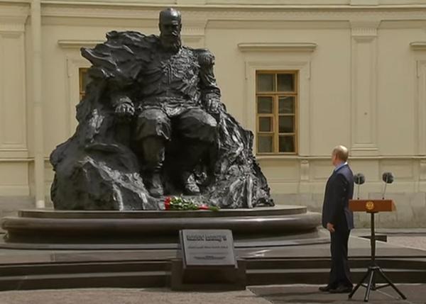 Владимир Путин открывает памятник Александру III в Гатчине.(2021)|Фото: Россия 24