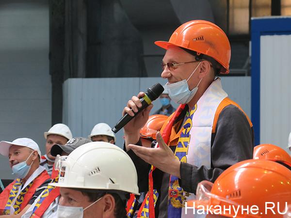 Работники Синарского трубного завода на встрече с Дмитрием Сычевым и Дмитрием Сенниковым(2021)|Фото: Накануне.RU