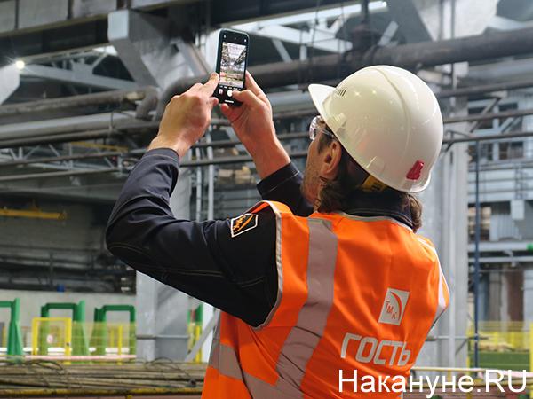 Дмитрий Сенников на Синарском трубном заводе(2021)|Фото: Накануне.RU