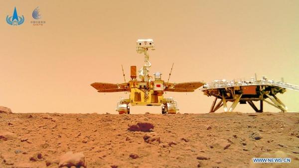 Марсоход Чжужун прислал селфи с Марса.(2021)|Фото: CNSA / Китайское национальное космическое управление
