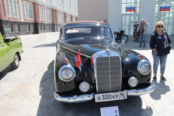День России, 12 июня, выставка ретроавтомобилей(2021)|Фото: УГМК