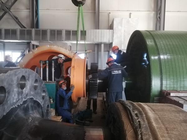 подъемная машина, рабочие, производство(2021) Фото: пресс-служба УГМК