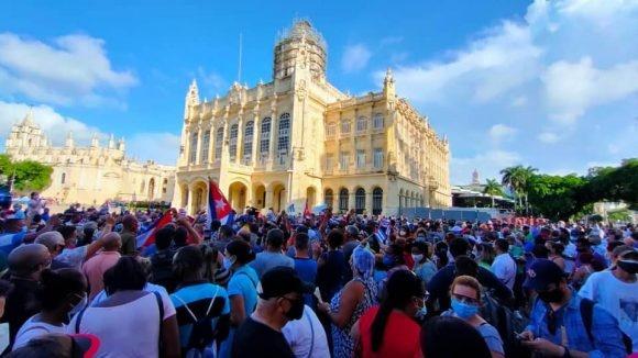 Митинг перед Музеем революции в Гаване(2021)|Фото: cubadebate.cu