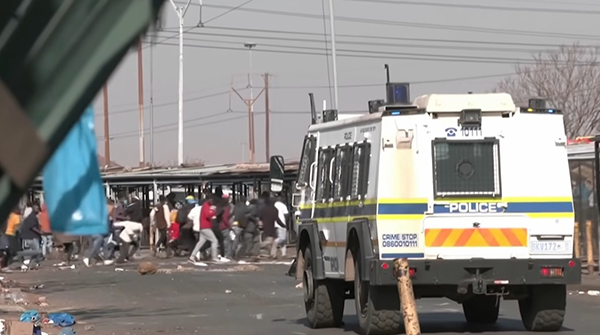 "Беспорядки в ЮАР(2021) Фото: ютуб-канал ""CBC News: The National"""