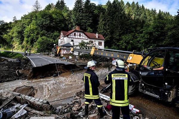 Наводнение в Германии(2021) Фото: EPA-EFE / SASCHA STEINBACH