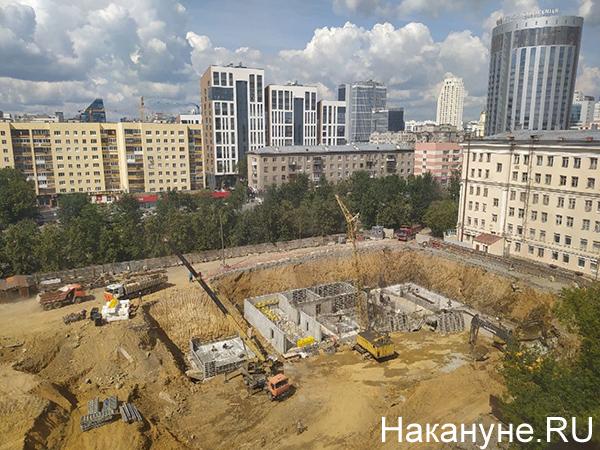 "Строительная площадка ""Маяка"" возле дома по ул. Красноармейская,78а(2021) Фото: Накануне.RU"