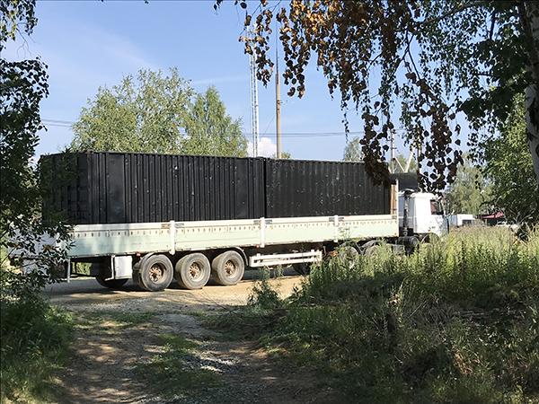 вывоз контейнеров для глэмпинга из Мичуринского(2021)|Фото: Дмитрий Маслов