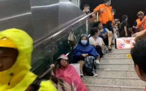 В затопленном метро китайского города Чжэнчжоу(2021) Фото: jiaidc.com
