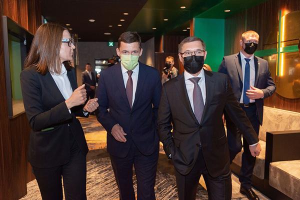 Евгений Куйвашев и Владимир Якушев в отеле Hyatt Place в Екатеринбурге(2021) Фото: пресс-служба УГМК
