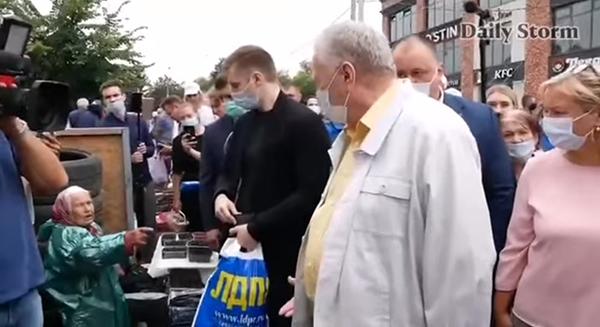 Владимир Жириновский с бабушкой в Истре во время предвыборного турне(2021) Фото: Daily Storm