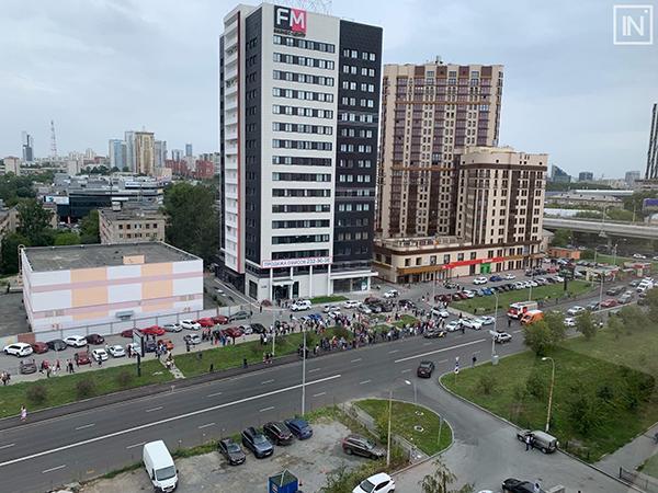 Эвакуация бизнес-центра ФМ в Екатеринбурге(2021) Фото: vk.com/incekb
