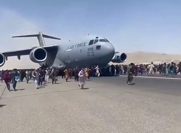 Люди, покидающие Афганистан(2021) Фото: Telegram / Mash
