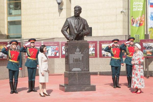 памятник Петру Сумину(2021) Фото: пресс-служба администрации Челябинска