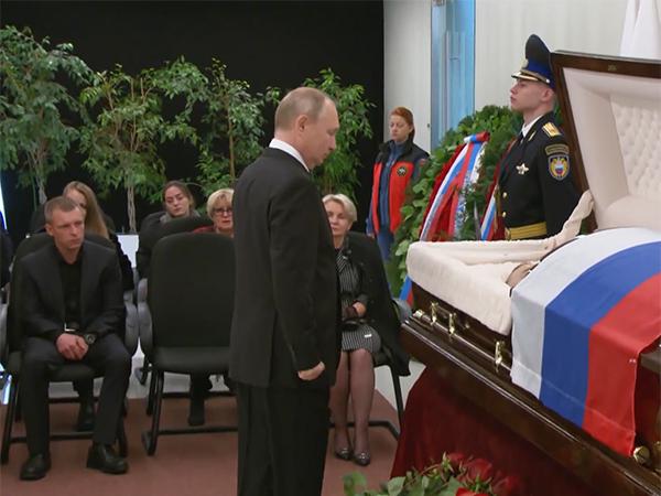Владимир Путин, прощание с Евгением Зиничевым(2021)|Фото: НТВ
