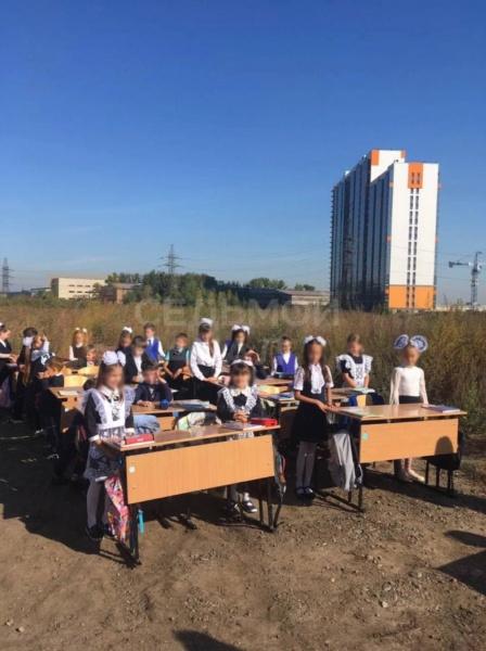 Урок на месте непостроенной школы в Красноярске.(2021) Фото: 7 Канал Красноярск