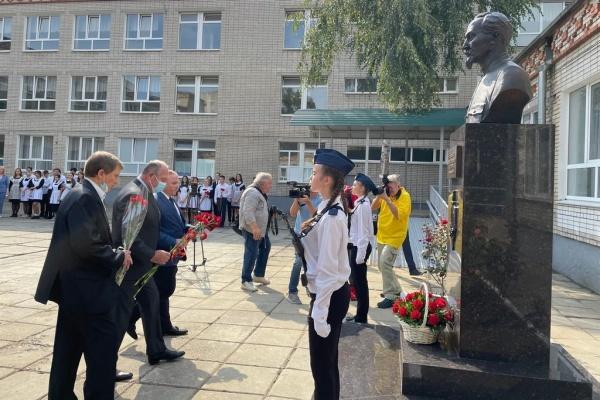 памятник Дзержинскому в школе №32 Краснодара(2021)|Фото: krd.ru