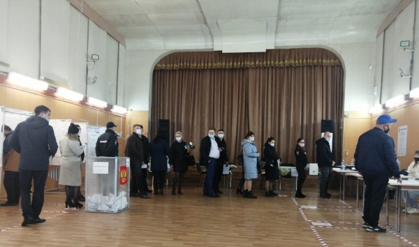 выборы, явка, очередь(2021) Фото: vk.com/labytnangi_live