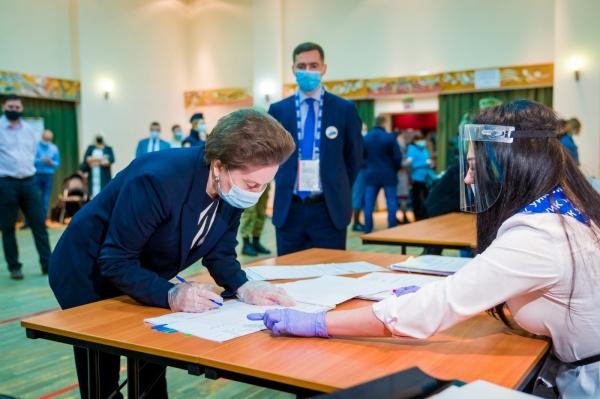 Наталья Комарова, голосование(2021)|Фото: Департамент общественных и внешних связей Югры
