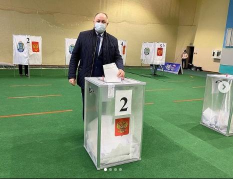 Игорь Набатов, голосование(2021)|Фото: instagram.com/igornabatov_sovugra/