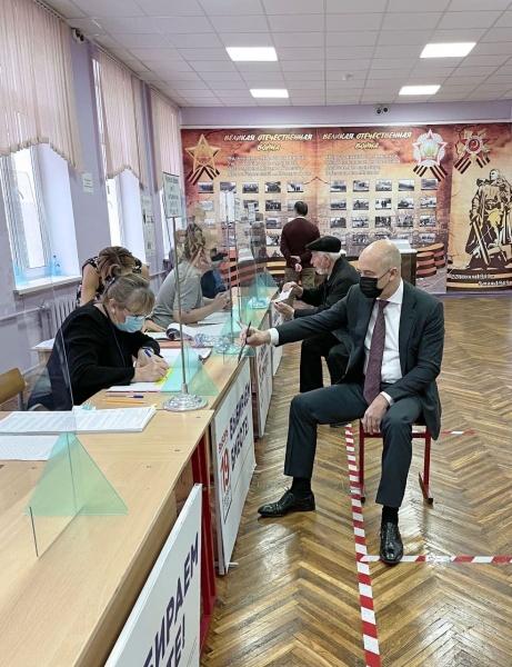 Антон Силуанов голосует.(2021)|Фото: пресс-служба правительства России