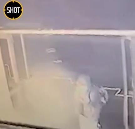 поджигатель в Мурманске, коктейль Молотова(2021) Фото: t.me/shot_shot