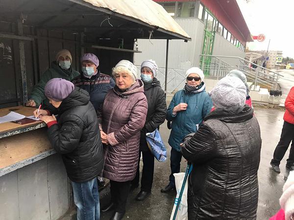 Сбор подписей против повышения тарифов на отопление в Первоуральске(2021) Фото: Наталья Крылова