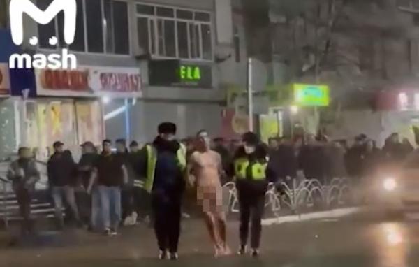 голый мужчина выпрыгнул из окна в Пыть-Яхе(2021)|Фото: Mash