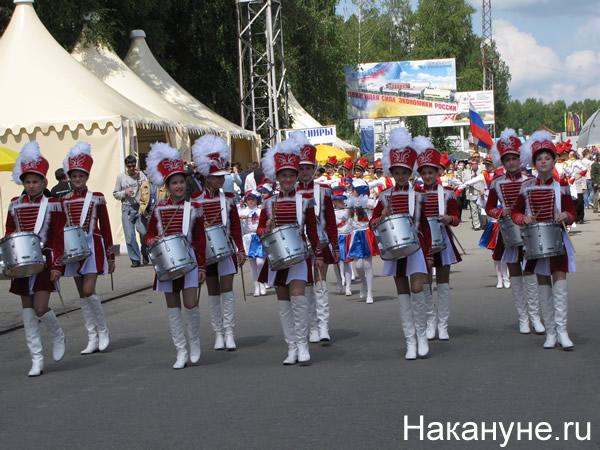 Выставка вооружений в Нижнием Тагиле, барабанщицы|Фото:Накануне.RU