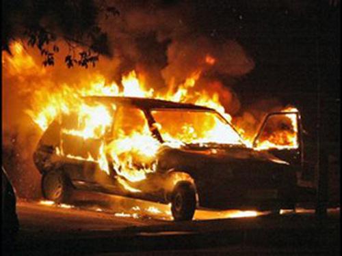 горящий автомобиль|Фото: