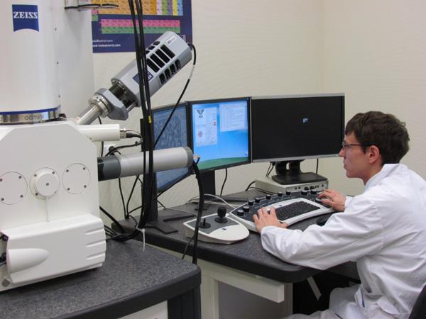 урфу, нанолаборатория, микроскоп, исследование, ученый, наука(2012)|Фото:Накануне.RU