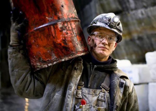 нефть кризис рабочий сырьевая промышленность экономика |Фото: