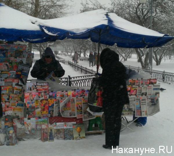 снег, газеты, Москва|Фото:Накануне.RU