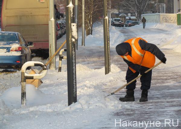 Екатеринбург, уборка снега, гастарбайтеры, сугробы|Фото: Накануне.RU