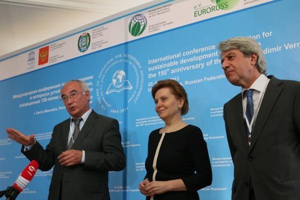 наталья комарова ЮНЕСКО рф григорий орджоникидзе и Владимир Егоров|Фото:http://www.admhmao.ru/