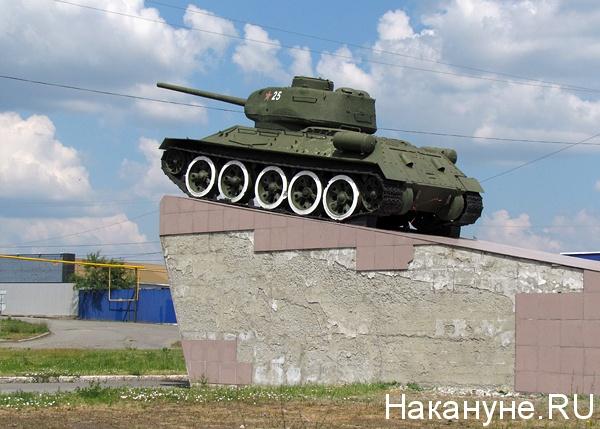кошка фото памятника танка в кургане размазываем слизь
