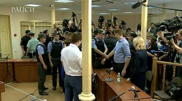 навальный, наручники, суд, кировлес|Фото: РАПСИ
