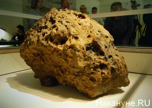 метеорит в челябинском краеведческом музее(2013)|Фото: Накануне.RU