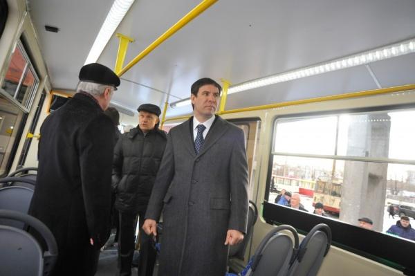 Юревич в трамвае|Фото: gubernator74.ru