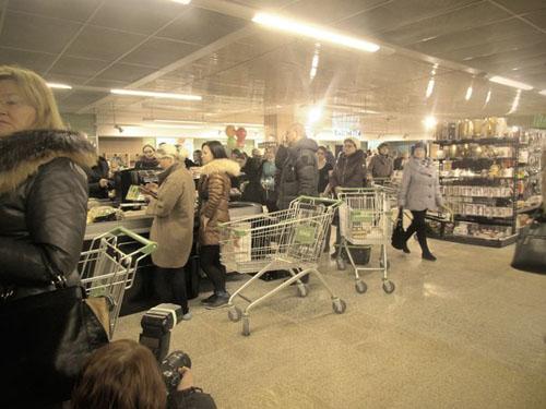 очередь Гипербола магазин касса тележка Гринвич супермаркет(2014)|Фото:Накануне.RU