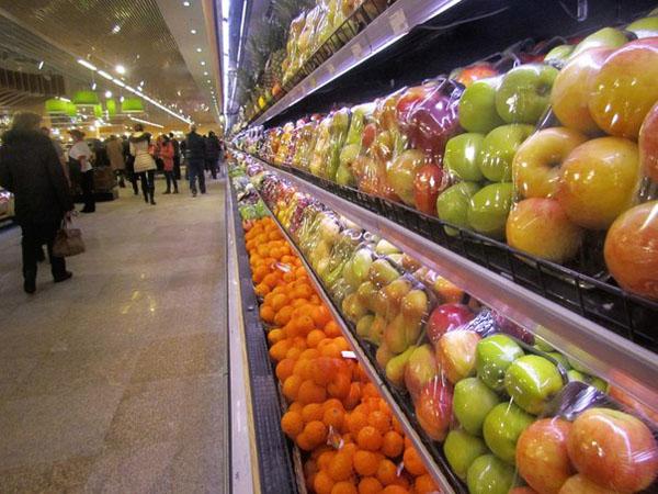 фрукты магазин супермаркет витрина прилавок Гринвич Гипербола|Фото:Накануне.RU