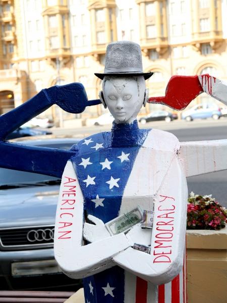 посольство США, Москва, акция, кукла, американская демократия|Фото: