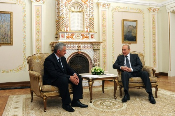 Владимир Путин, Рауль Хаджимба|Фото:kremlin.ru